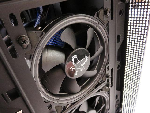 フロントのPCファンのネジをボルトで固定するタイプに変更する